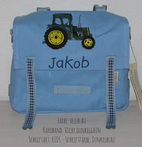 Kindergartentasche mit Namen und Traktor gestickt