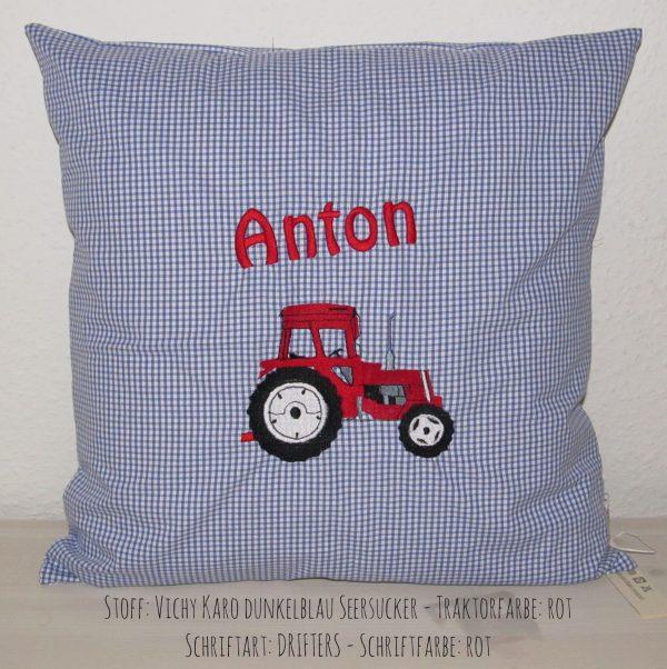 Kissen mit Namen und Traktor gestickt